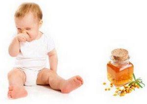 Малыш и банка с облепиховым маслом