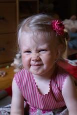 Девочка наморщила нос
