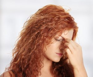 У женщины боли от гайморита