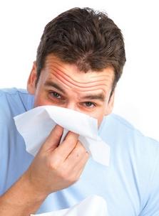 У мужчины носовое кровотечение