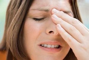 У женщины боли в области носа