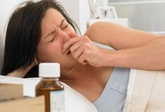 У женщины забит нос