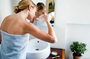 Промывание носа с помощью чайничка