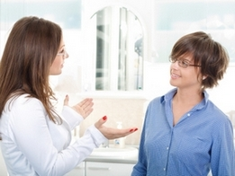 Врач и пациент обсуждают эффективность Диоксидина