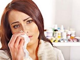 Женщина расстраивается из-за антибиотиков