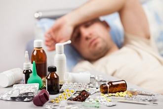 Больной человек и лекарства