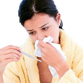 У женщины насморк и температура
