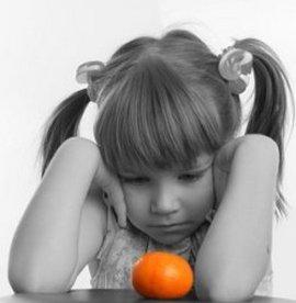 Девочка, которая получает мало витаминов