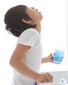 Полоскание горла ребенком