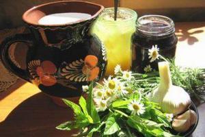 Молоко, мед, варенье и травы