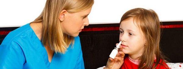 Использование назального спрея для лечения ребенка