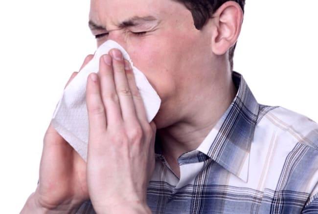 У мужчины заложен нос